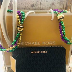 MICHAEL Michael Kors Bags - Michael Kors navy blue 💙 wristlet NEW